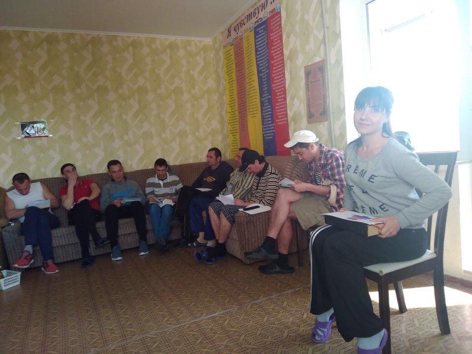 Арт-терапевтическая группа в центре реабилитации наркозависимых