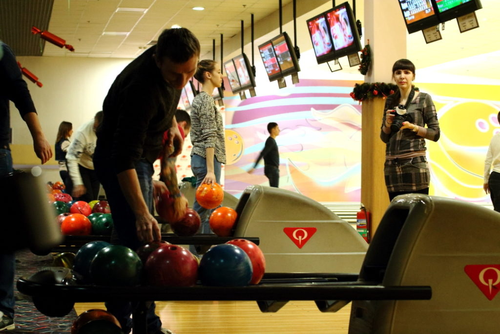 Праздники на реабилитации и игра в боулинг