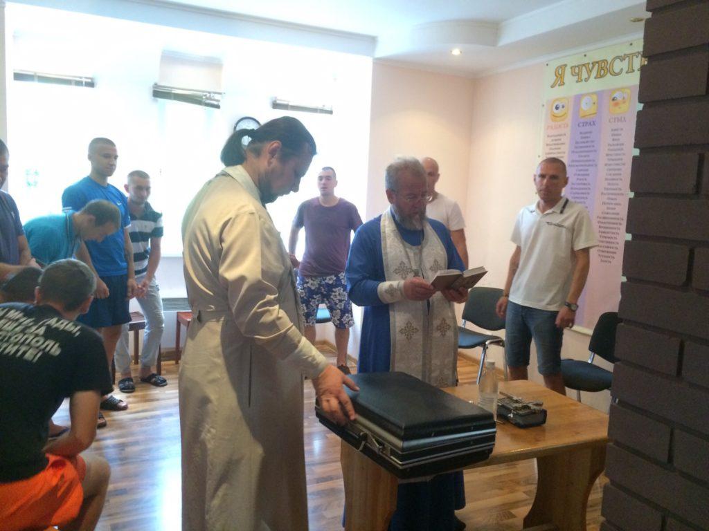 Настоятель Храма архангела Михаила посетил реабилитационный центр в Ялте