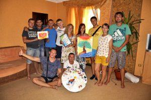 В Севастополе на реабилитационном центре общественной организации «ЦЗМ» прошла специальная групповая арт-терапия.